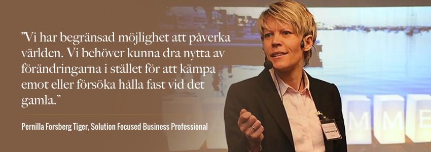 Pernilla förklarar att man måste jobba med i stället för mot förändringar.